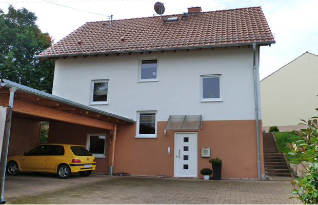 Einfahrt und Carport des Wohnhaus Vestner aus Bosenheim, Planung und Bauleitung ARCHITEKT ernst meyer