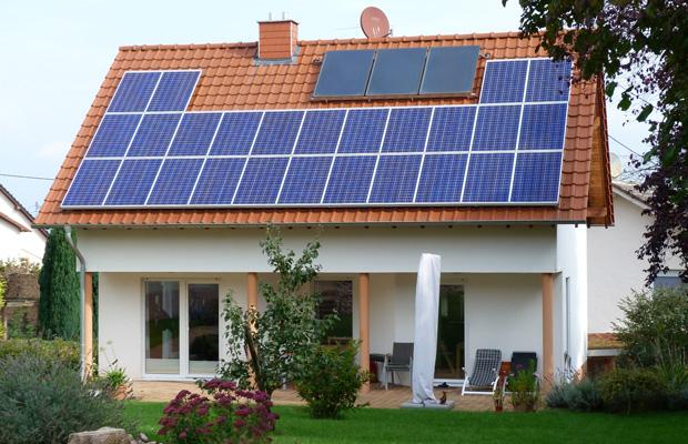 Schlüsselfertig gebautes Wohnhaus, Solarkollektoren mit gemütlichem Garten in Bosenheim, ARCHITEKT ernst meyer