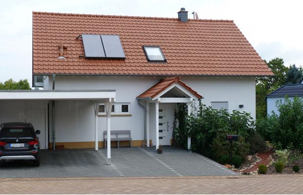 Neubau modernes Wohnhaus Bad Kreuznach Bosenheim mit Carport von ARCHITEKT ernst meyer aus Bad Kreuznach Bosenheim