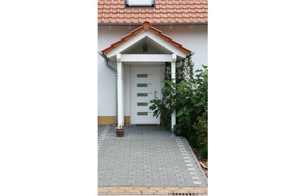 Wohnhausneubau in Bad Kreuznach, Garten, Bosenheim mit Solarthermie und Gasbrennwerttherme von Architekturbüro ernst meyer Bosenheim
